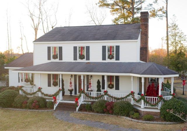 Inexpensive Exterior Christmas Decorating with Impact